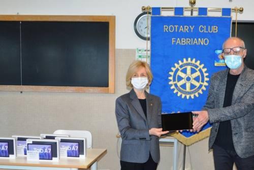 Cinque tablet donati dal Rotary Club di Fabriano