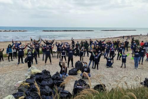Reti, cotton fioc, boe: oltre 400 kg di rifiuti raccolti a Fiorenzuola di Focara