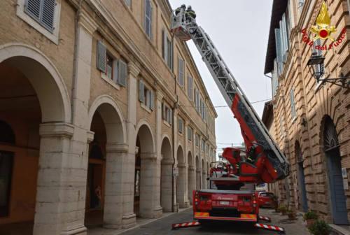 Rimosse alcune parti pericolanti dal palazzo della Filanda, a Senigallia