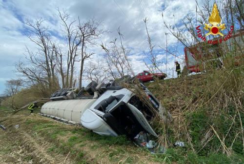 Incidente stradale: autocisterna ribaltata a Senigallia, rischio ambientale