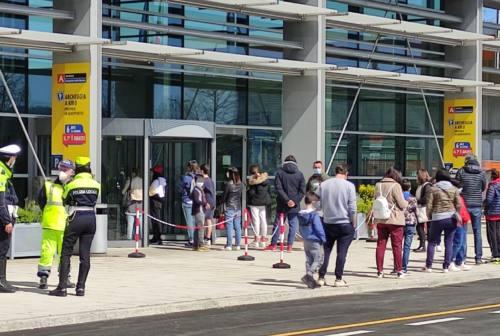 Falconara, 465 tamponi all'aeroporto per i bambini prima di tornare a scuola