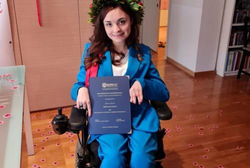 Macerata, Arianna laureata oltre la disabilità: «Non ci sono barriere se si vuole raggiungere un obiettivo»
