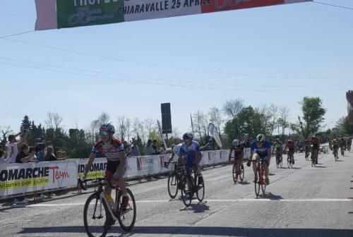Ciclismo, Trofeo della Liberazione: a Chiaravalle corsa col brivido e tante emozioni