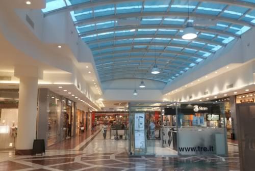 Ascoli, riaperture incoraggianti per i negozi dei centri commerciali. Ma tutti chiedono il weekend