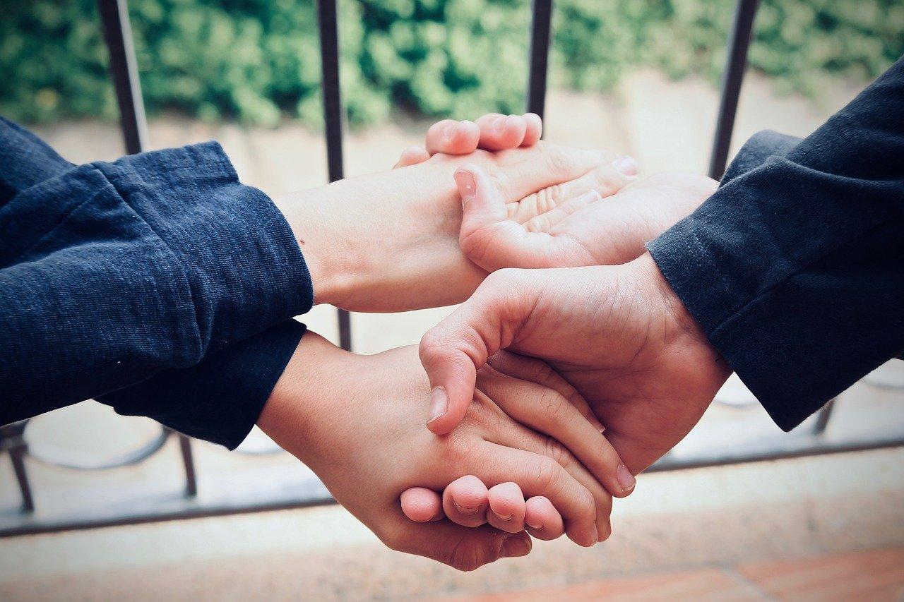 generosità, altruismo, mani