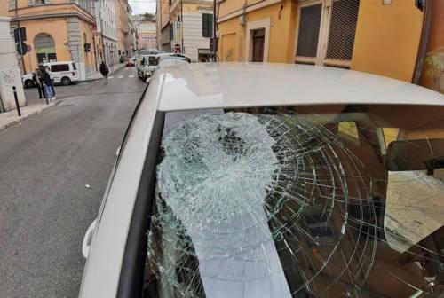 Ancona, incidente con la bici: il casco salva la vita ad un ciclista 12enne
