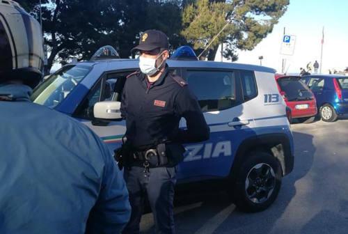 """Ancona, fermato dagli agenti """"confessa"""" il furto pensando di essere stato scoperto. Nei guai 25enne"""