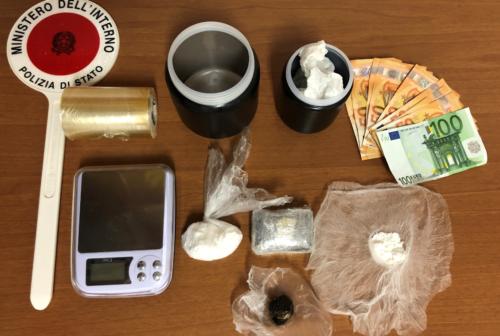 Pesaro, la droga nel microonde: arrestato 50enne nel giorno del compleanno