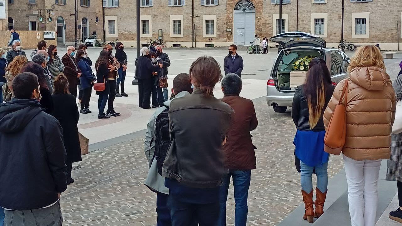 Svolti nella cattedrale di Senigallia i funerali del 26enne Alfredo Pasquini, ucciso dal padre dopo un violento litigio