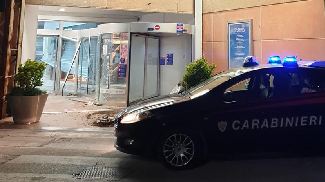 I carabinieri stanno indagando sul furto a Senigallia avvenuto in un negozio del centro commerciale Il Maestrale