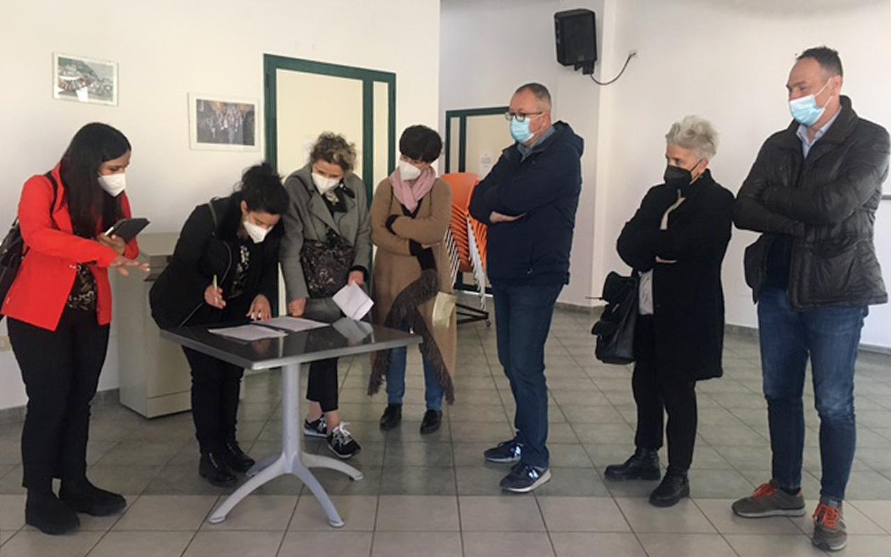 Il centro sociale a Marina di Montemarciano supera l'esame di idoneità come hub vaccinale dopo il sopralluogo tecnico di Asur e Comune