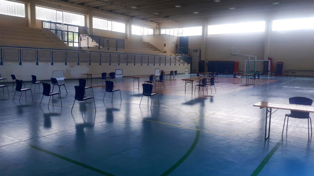 Il centro vaccinale allestito al palazzetto dello sport a Castelleone di Suasa