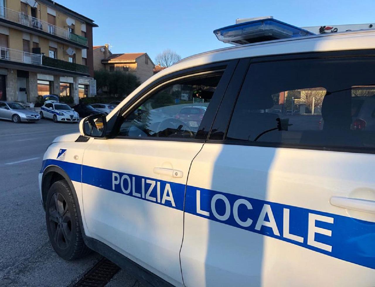 polizia locale, polizia municipale, agenti, controlli stradali