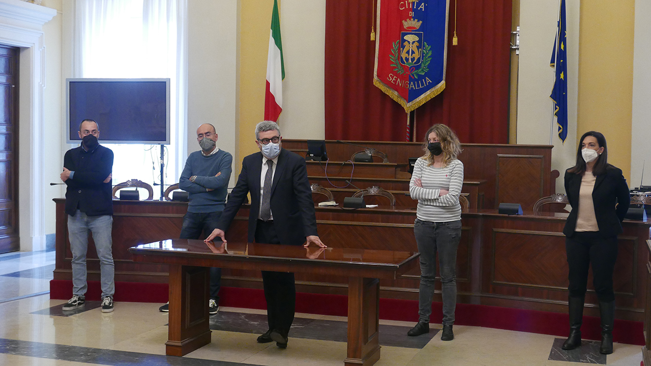 Il sindaco Olivetti e la giunta di Senigallia