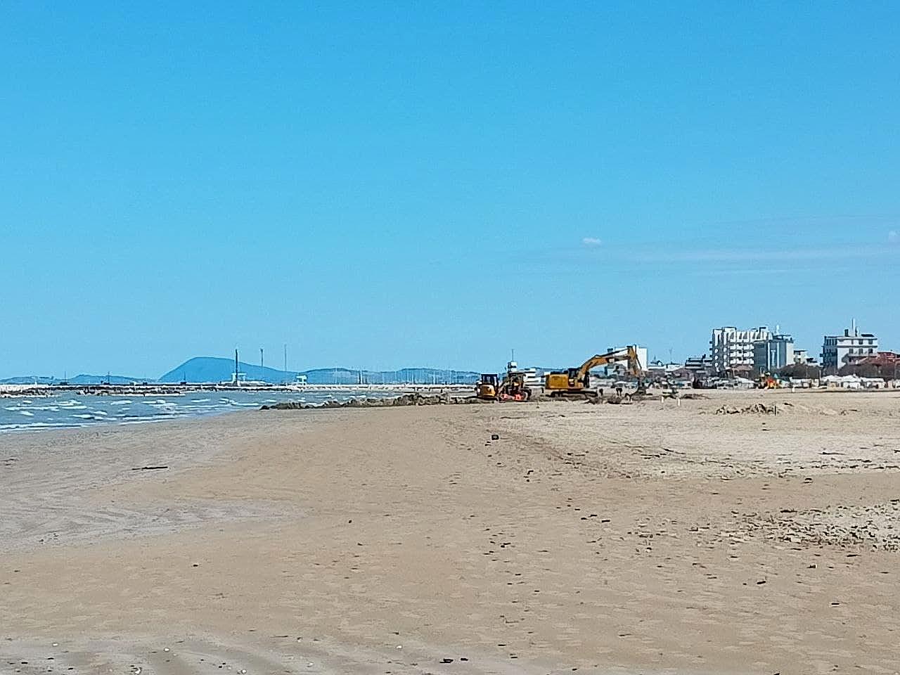 Partiti i lavori per rifare il look alla spiaggia di velluto di Senigallia