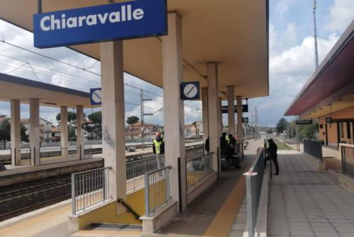 Chiaravalle, si lancia sotto al treno in corsa: studente muore a 18 anni