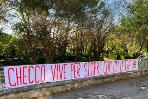 """""""Checco vive per sempre con gli ultrà"""": dai tifosi leoncelli il saluto a Francesco Lorenzetti"""