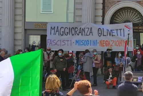Lo striscione del 25 aprile in consiglio comunale a Senigallia
