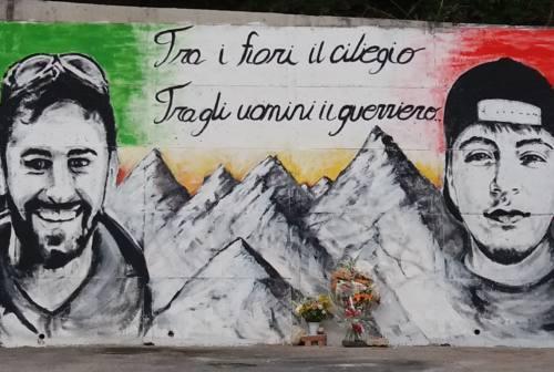 Ascoli, inaugurato un grande murales in ricordo dei giovani Riccardo e Fabio
