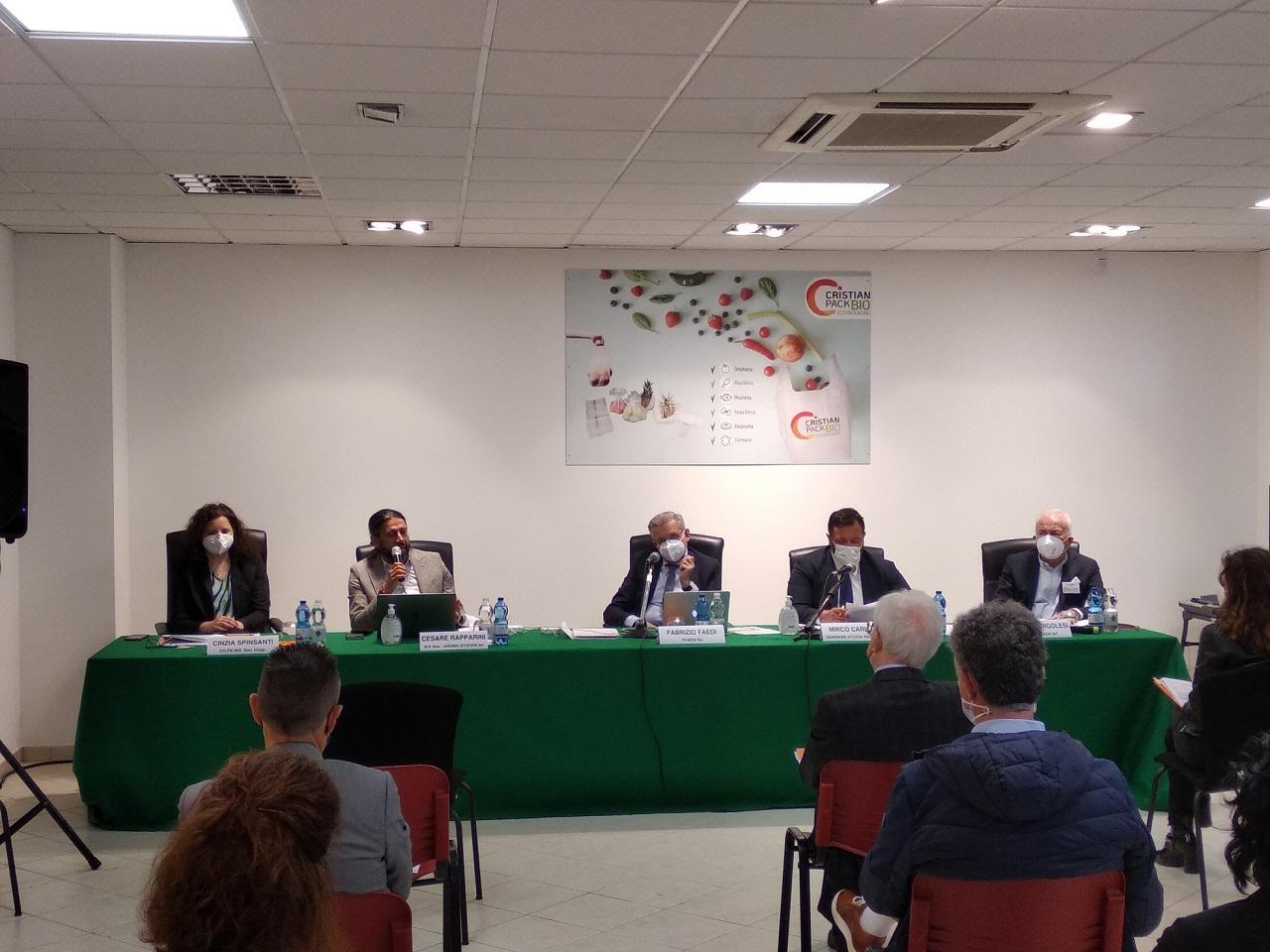 La conferenza alla Cristianpack con i relatori e l'assessore regionale Carloni