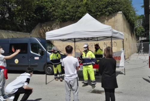 """Osimo, la scuola """"Caio Giulio Cesare"""" a lezione di volontariato"""