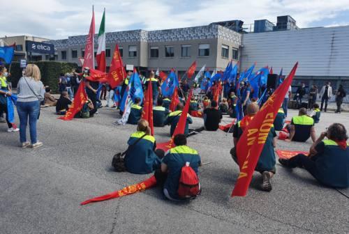 """Vertenza Elica: oltre 300 operai in corteo per dire """"no"""" al piano strategico"""