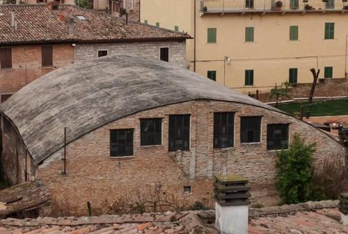 Opposizioni di Fabriano in pressing sul caso amianto in pieno centro storico