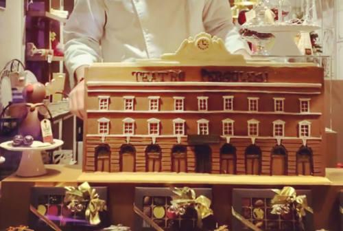 Jesi, il teatro Pergolesi di cioccolato: ecco la donazione di Marco Cascia alla Fondazione Pergolesi Spontini