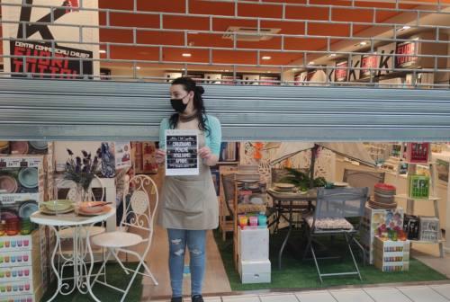 Macerata, i negozi del Val di Chienti abbassano le serrande: «Vogliamo lavorare come tutte le altre attività»