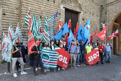 Macerata, i sindacati in piazza: «Infortuni sul lavoro e malattie professionali in crescita, inaccettabile morire mentre si lavora»