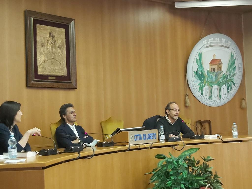 Il senatore Riccardo Nencini (a destra) con il sindaco di Loreto Moreno Pieroni
