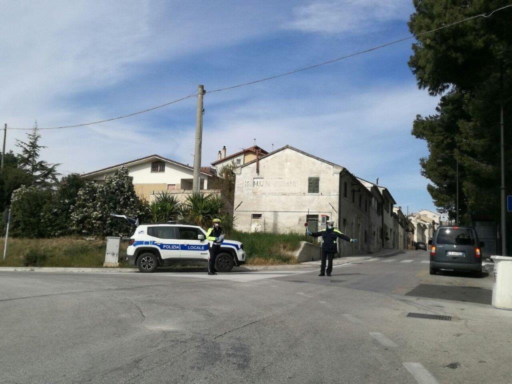 La Polizia locale di Montemarciano durante un controllo del territorio