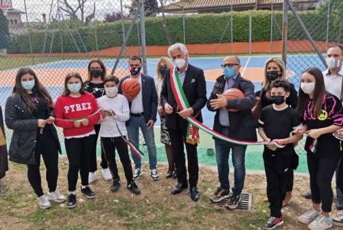 Macerata, taglio del nastro per il nuovo campo da basket di Corneto