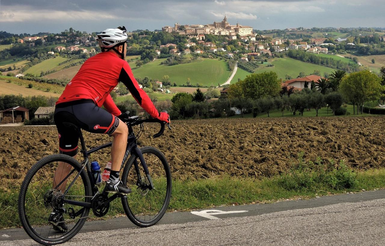 Cicloturismo nell'alta valle del Misa e Nevola: la campagna tra Ostra Vetere e Corinaldo