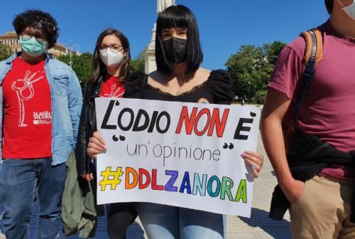 Ddl Zan, un'onda colorata invade Ancona. Arcigay: «Verso il primo centro antiviolenza per persone Lgbtqia+ nelle Marche»