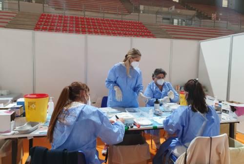 Covid, più vaccini nelle Marche. Immunizzato il 33,5% della popolazione scolastica