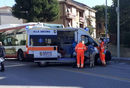 Ancona, scontro tra auto e bus: 5 feriti in ospedale