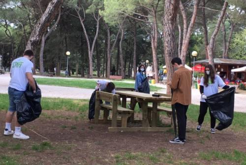 JesiClean, giovani impegnati a pulire la loro città – VIDEO