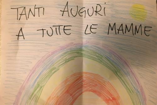 Madri che lottano per riprendersi la vita: la festa della mamma alla comunità Oikos
