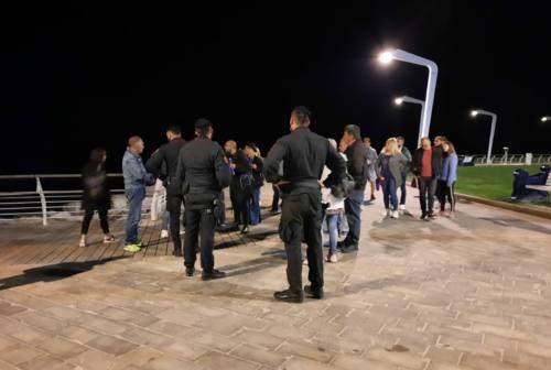 Pesaro, altro sit-in contro il coprifuoco: manifestanti nuovamente multati