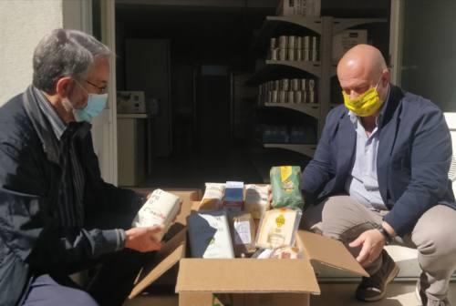 Pesaro, pacchi viveri ai bisognosi. Coldiretti: «Prima della pandemia non avevano problemi»