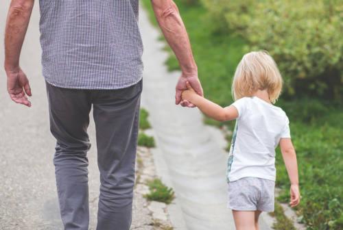 Accudimento invertito: quando i figli si comportano come genitori
