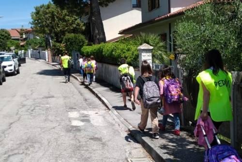 Tutti a scuola con il sindaco: Damiano Bartozzi ha accompagnato i bambini del progetto Pedibus