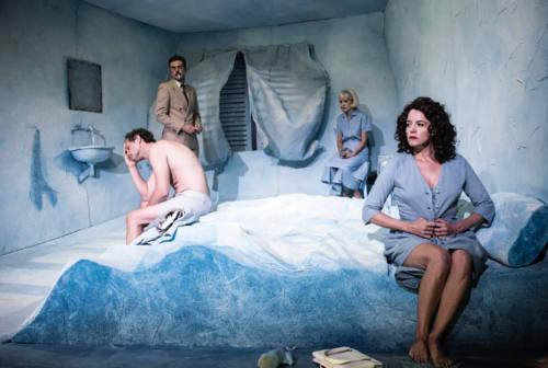 """Tra eros e noir, ad Ascoli in scena  """"La camera azzurra"""" di Simenon"""