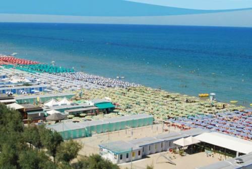 Pesaro, i bagnini replicano a Ricci: «Le compagnie? La coperta è corta e ci sono regole»
