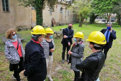 Sopralluogo all'ex manicomio di Pesaro, Tocca El Mur: «Se non si interviene del San Benedetto non resteranno che macerie»