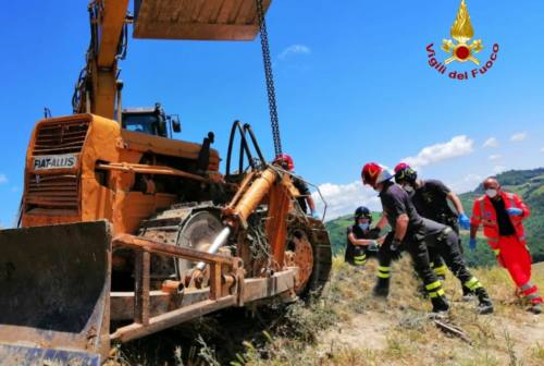 Sassocorvaro, 67enne muore schiacciato dal trattore