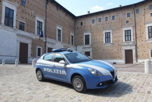 Urbino, controlli sui bus e davanti alle scuole: presi due minorenni con l'hashish