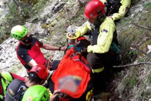 Piobbico, escursionista finisce in un dirupo per 50 metri – FOTO