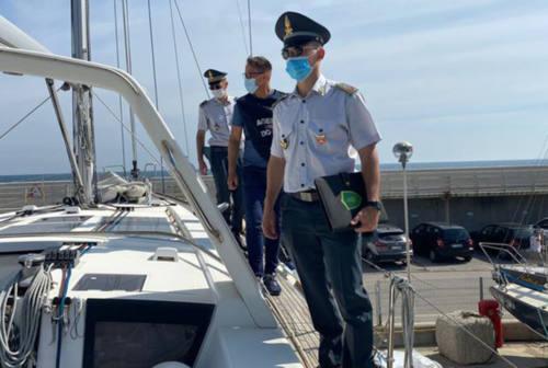 Fano, sequestrata dalla finanza barca a vela  del valore di oltre 200mila euro